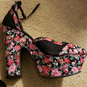 Moving sale. Pin up floral platform Mary Jane's